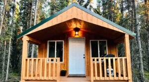 Have The Quintessential Alaskan Experience In This Cozy Dry Cabin In The Woods