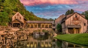 Both A Restaurant And A Park, Missouri's Dogwood Canyon Nature Park Is An Underrated Day Trip Destination