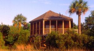 These Quaint Cottages On The Banks Of The Stono River In South Carolina Will Make Your Summer Splendid