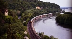Hop In Your Car And Take The Great River Road For An Incredible 550-Mile Scenic Drive In Illinois