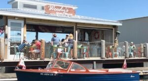 This Floating Restaurant Near Pittsburgh Is Such A Unique Place To Dine