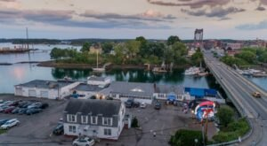 These 9 Maine Coast Seafood Restaurants Are Worth A Visit From Any Part Of The State