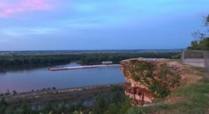 Marvel At Miles Of Beautiful Views From Atop Lovers Leap In Missouri