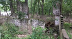Discover Mysterious Ruins On This Island Hike In Iowa