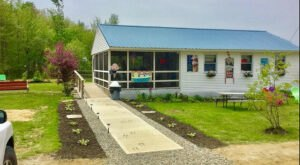 Open For 22 Lovely Lakeside Seasons, The Jefferson Scoop Is The Perfect Warm Weather Stop In Maine