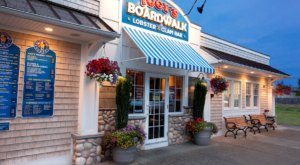 Sip And Snack Your Way Through Summer At These 5 Seaside Cafes In Rhode Island