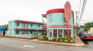 Virginia's Newly Renovated Riverview Inn Is A Retro Adventure Just Waiting To Happen