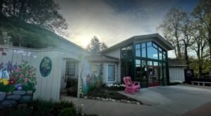 Enjoy A Delicious Meal And Support The Elizabeth Conservancy When You Eat At The Pond House In Connecticut