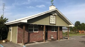 You'll Want To Visit Backwoods Bar-B-Que, A Remote Restaurant In Alabama