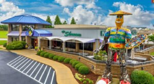 The Grooviest Place To Dine In Alabama Is Mellow Mushroom, A Hippie-Themed Restaurant