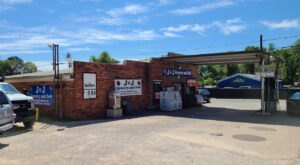 Visit J&J Grocery And Deli For One Of Alabama's Best Burgers