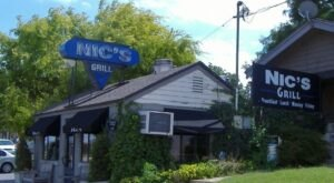 The Tiny Nic's Grill In Oklahoma Serves Burgers To Die For
