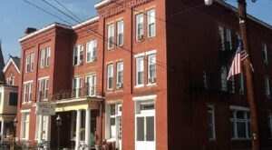 One Of The Oldest Hotels In West Virginia Is Also One Of The Most Haunted Places You'll Ever Sleep