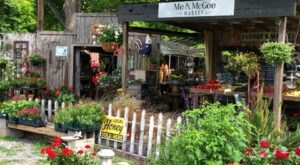 The Quirky Market In Arkansas Where You'll Find Terrific Treasures