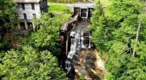 The Dunn's Falls Trail In Mississippi Is A 0.4-Mile Out-And-Back Hike With A Waterfall Finish