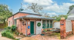 You Can Spend The Night In An Old Carriage House At This Unique Mississippi Airbnb