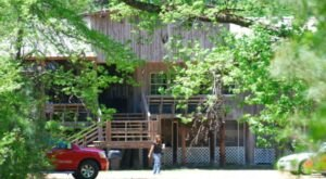 Make The Trek To Proffitt's Porch In Mississippi, A Remote Restaurant With Great Food And Waterfront Views