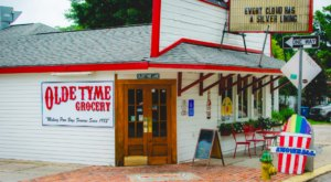 The Sandwiches And Snowballs From Olde Tyme Grocery In Louisiana Are The Perfect Pair