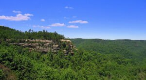 The Magnificent Balanced Rock Trail In Kentucky That Will Lead You To A Hidden Overlook