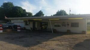 Join A Missouri Tradition Since The 1940s With A Hearty Meal At The Pig BBQ