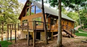 Forget The Resorts, Rent This Charming Waterfront Retreat In Arkansas Instead