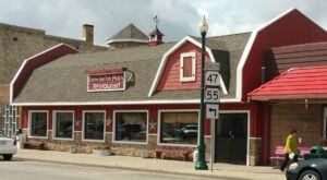 The One-Of-A-Kind Farm Inn' On Main In Wisconsin Serves Up Fresh Homemade Pie To Die For