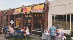 Cool Down This Summer With The Best Ice Cream In Oklahoma At Roxy's Ice Cream Social