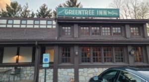 Aracri's Greentree Inn In Pittsburgh Has Been Serving Tasty American And Italian Dishes Since 1967