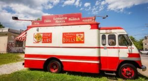 America's Oldest Food Truck Is The Ocean Roll In Maine And Their Lobster Rolls Are A Thing Of Beauty