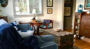 Stay Close To Downtown Seward In This Charming Cottage By The Lagoon In Alaska