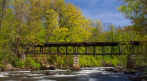 You Can Reach New Hampshire's Unique Upside Down Bridge On A Walk That's Less Than A Half Mile
