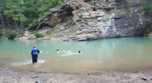 The Natural Swimming Hole In Arkansas That Will Take You Back To The Good Ole Days