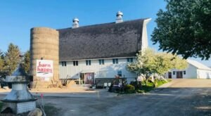 There's A Restaurant In This Stable Built In 1925 In Iowa And You'll Want To Visit