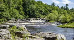 One Of The Best-Kept Summer Secrets In Wisconsin, This Waterfall Beach Is Perfect For A Fun Day Trip