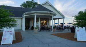 Ferch's Malt Shoppe Has A Million Different Frozen Custard Combinations And One Awesome Beachside Location