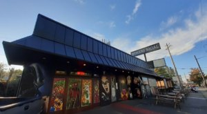 A Horror Movie-Themed Bar With Scary Good Food, 2 Fingers Social In Washington Is A Must-Visit
