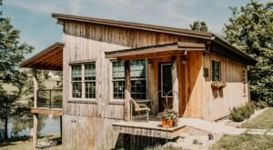 Forget The Resorts, Rent This Charming Waterfront Cabin In Kentucky Instead