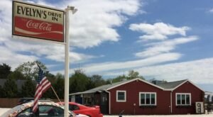 Evelyn's Drive-In Is A Tiny, Old-School Drive-In That Might Be One Of The Best Kept Secrets In Rhode Island