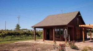 Stay At This Charming Cabin Located On A Vineyard For A Romantic Stay In Kansas