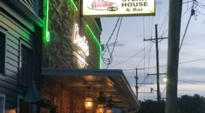 Charlie's Steak House Is An Old-School Steakhouse In New Orleans That Hasn't Changed In Decades