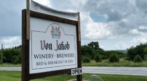 This Perfect Illinois Vineyard Has Amazing Wine And Even Lets You Spend The Night