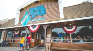 The Best Late-Night Bites At The Beach Can Be Found At Delaware's Summer House Saloon