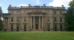 You Can Tour The Incredibly Luxurious Historic Vanderbilt Mansion In New York