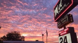 Nothing Hits The Spot Quite Like A Meal From Mel's Diner In Louisiana