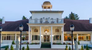 Stay With The Legends of Ghosts and Gangsters At This Wisconsin Hotel On A Hidden Island