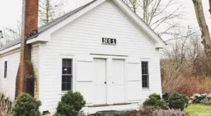 This Old Schoolhouse In Tiverton Rhode Island Is Actually An Airbnb
