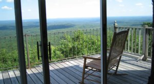 Wake Up On Top Of A Mountain At This Mt. Uncanoonuc Airbnb In New Hampshire