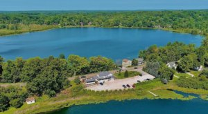 Treat Yourself To Stunning Water Views And Colorful Drinks At Twin Lakes Tavern In Ohio