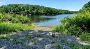 This Easy 5-Mile Trail In New Jersey Takes You Past A Beautiful Lake And Waterfall