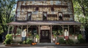 The Historic Story Inn In Indiana Is Notoriously Haunted And We Dare You To Spend The Night